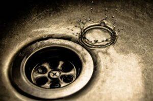 leaking kitchen sink tap-min